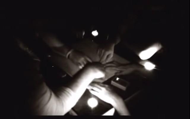 Experimentación con Ouija en cafetería Vreneli